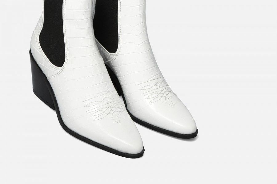 ROUNDROULETTE Mid Heel Boots - White