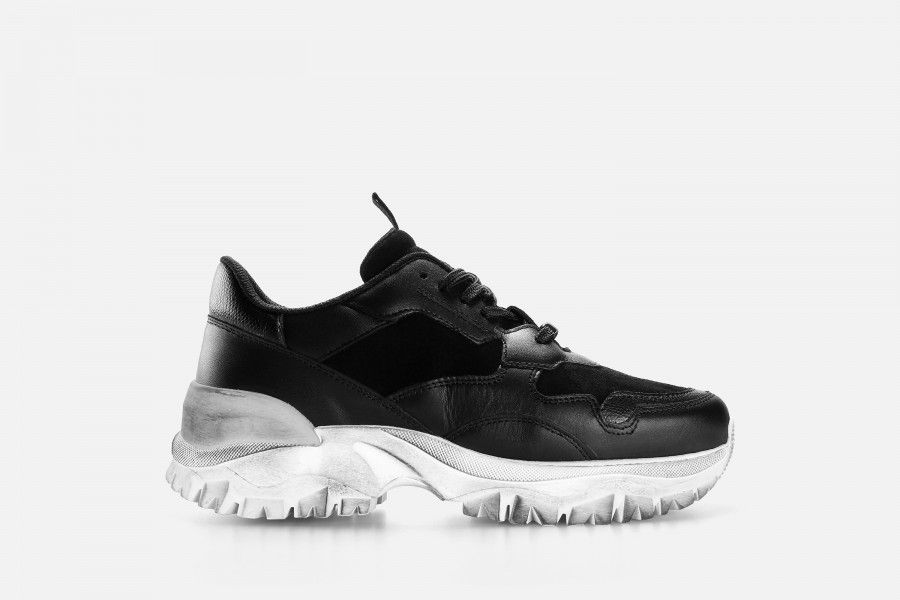 FIRE Sneakers - Black Others
