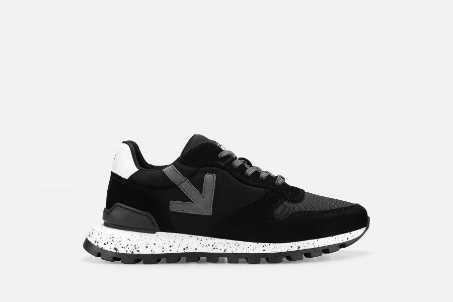 VANAR Sneakers - Black Suede