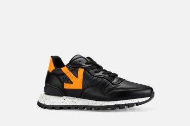 VANAR Sneakers